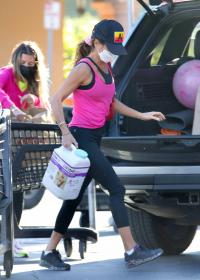 brooke-burke-shopping-after-her-daily-workout-session-in-malibu-02.jpg