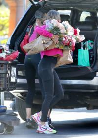 brooke-burke-shopping-after-her-daily-workout-session-in-malibu-11.jpg