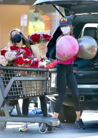 brooke-burke-shopping-after-her-daily-workout-session-in-malibu-13.jpg