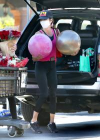 brooke-burke-shopping-after-her-daily-workout-session-in-malibu-14.jpg