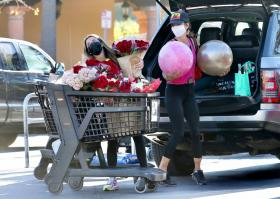 brooke-burke-shopping-after-her-daily-workout-session-in-malibu-17.jpg