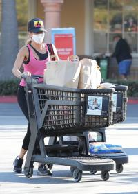 brooke-burke-shopping-after-her-daily-workout-session-in-malibu-18.jpg
