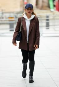 mollie_king_-_in_london_20210219__3_.jpg