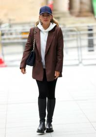 mollie_king_-_in_london_20210219__4_.jpg