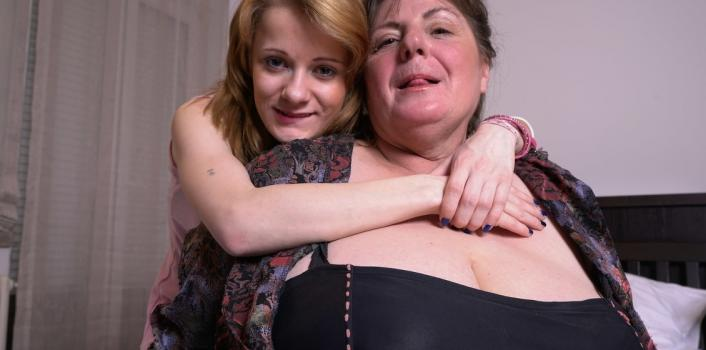 Mature.nl- Old and young lesbian kissing and licking eachother