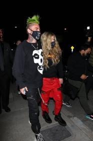 avril-lavigne-with-mod-sun-hold-hands-after-a-dinner-date-in-west-hollywood-04.jpg
