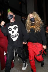 avril-lavigne-with-mod-sun-hold-hands-after-a-dinner-date-in-west-hollywood-13.jpg