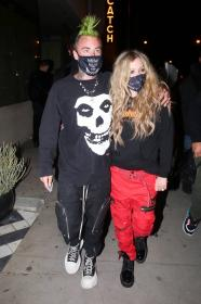 avril-lavigne-with-mod-sun-hold-hands-after-a-dinner-date-in-west-hollywood-19.jpg