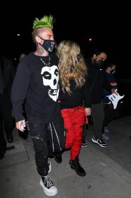 avril-lavigne-with-mod-sun-hold-hands-after-a-dinner-date-in-west-hollywood-24.jpg