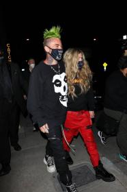 avril-lavigne-with-mod-sun-hold-hands-after-a-dinner-date-in-west-hollywood-26.jpg