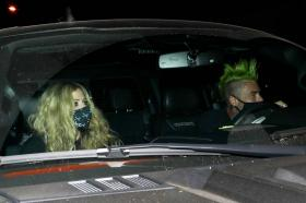 avril-lavigne-with-mod-sun-hold-hands-after-a-dinner-date-in-west-hollywood-28.jpg