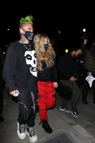 avril-lavigne-with-mod-sun-hold-hands-after-a-dinner-date-in-west-hollywood-30.jpg