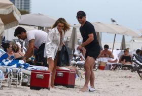 jean-watts-in-a-bikini-with-friends-on-the-beach-in-miami-10.jpg