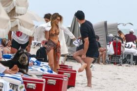 jean-watts-in-a-bikini-with-friends-on-the-beach-in-miami-11.jpg