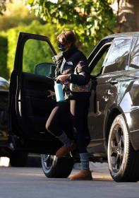 kaia-gerber-heads-to-workout-in-la-02-26-2021-4.jpg
