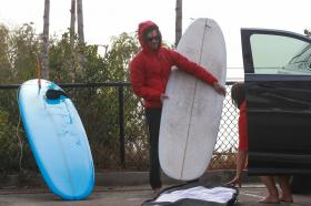 leighton-meester-with-adam-brody-pictured-surfing-in-malibu-05.jpg