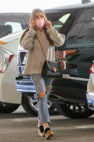 sofia-vergara-shopping-at-eataly-grocery-store-in-los-angeles-01.jpg