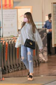 sofia-vergara-shopping-at-eataly-grocery-store-in-los-angeles-04.jpg