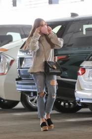 sofia-vergara-shopping-at-eataly-grocery-store-in-los-angeles-07.jpg