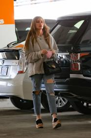 sofia-vergara-shopping-at-eataly-grocery-store-in-los-angeles-10.jpg