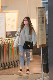 sofia-vergara-shopping-at-eataly-grocery-store-in-los-angeles-11.jpg