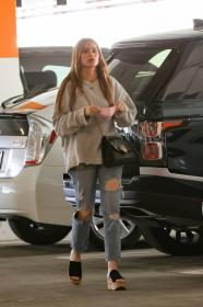 sofia-vergara-shopping-at-eataly-grocery-store-in-los-angeles-12.jpg