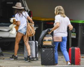elsa-pataky-pictured-while-she-arrives-in-sydney-on-a-private-jet-06.jpg