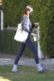 kendall-jenner-heads-to-a-pilates-in-west-hollywood-05.jpg