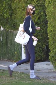kendall-jenner-heads-to-a-pilates-in-west-hollywood-06.jpg