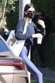 kendall-jenner-heads-to-a-pilates-in-west-hollywood-10.jpg