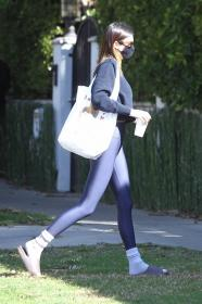 kendall-jenner-heads-to-a-pilates-in-west-hollywood-19.jpg