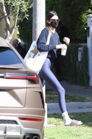 kendall-jenner-heads-to-a-pilates-in-west-hollywood-31.jpg
