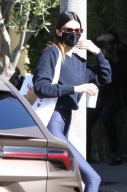 kendall-jenner-heads-to-a-pilates-in-west-hollywood-33.jpg