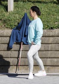 rebekah-vardy-practicing-a-few-lifts-before-heading-inside-the-rink-in-london.jpg