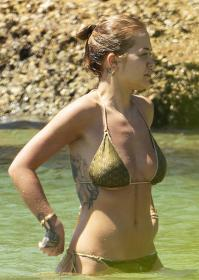 rita-ora-in-a-bikini-in-sydney-harbor-with-her-sister-11.jpg