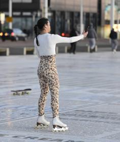 vanessa-bauer-on-a-roller-skates-in-mancheste-04.jpg