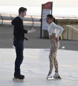 vanessa-bauer-on-a-roller-skates-in-mancheste-05.jpg
