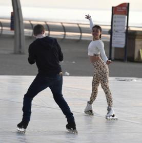 vanessa-bauer-on-a-roller-skates-in-mancheste-09.jpg