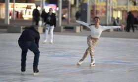 vanessa-bauer-on-a-roller-skates-in-mancheste-16.jpg
