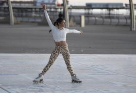 vanessa-bauer-on-a-roller-skates-in-mancheste-22.jpg