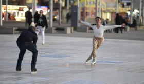vanessa-bauer-on-a-roller-skates-in-mancheste-24.jpg