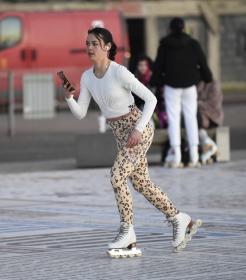vanessa-bauer-on-a-roller-skates-in-mancheste-28.jpg