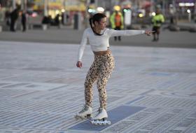 vanessa-bauer-on-a-roller-skates-in-mancheste-32.jpg