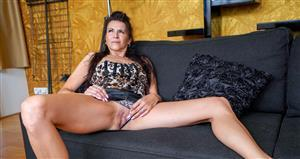 grandmams-21-01-30-ella-the-masturbating-old-whore.jpg